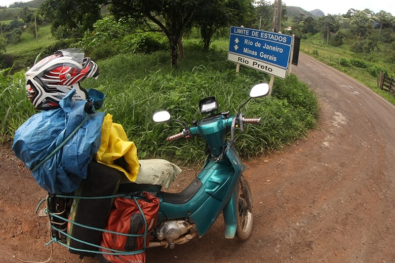 Foram mais de 10 mil quilômetros - e 90 dias - rodando entre os estados de Minas Gerais, Rio de Janeiro e São Paulo, descobrindo lugares, conhecendo pessoas, moldando suas vivências...