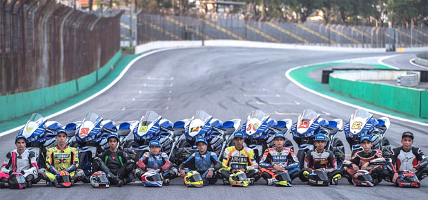 Enfim, a Yamaha está investindo forte no incentivo a novos atletas, tanto no on quanto no off-road. Programa bLU cRU quer criar uma 'Tripulação Azul' nas pistas e trilhas no Brasil