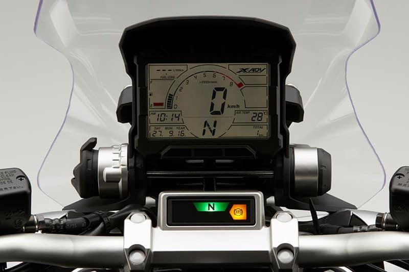 Painel digital foi inspirado nas motos de rali, neste caso na CRF 450 Rally