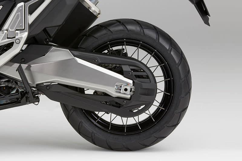 Rodas raiadas e pneus sem câmara
