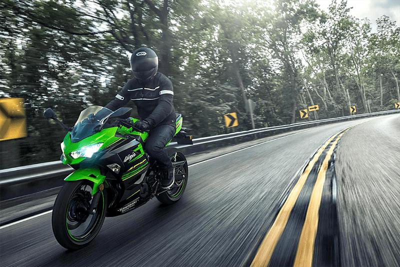 Kawasaki inicia vendas da Ninja 400 e já confirmou o modelo para o Brasil (no segundo semestre). Com 399 cm³, motor produz 45 cv e – interessantes – 3,8 kgf.m de torque