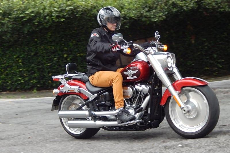 Rodar macio e silencioso; motor tem dois balancins junto ao eixo do motor, que eliminou grande parte da tradicional vibração