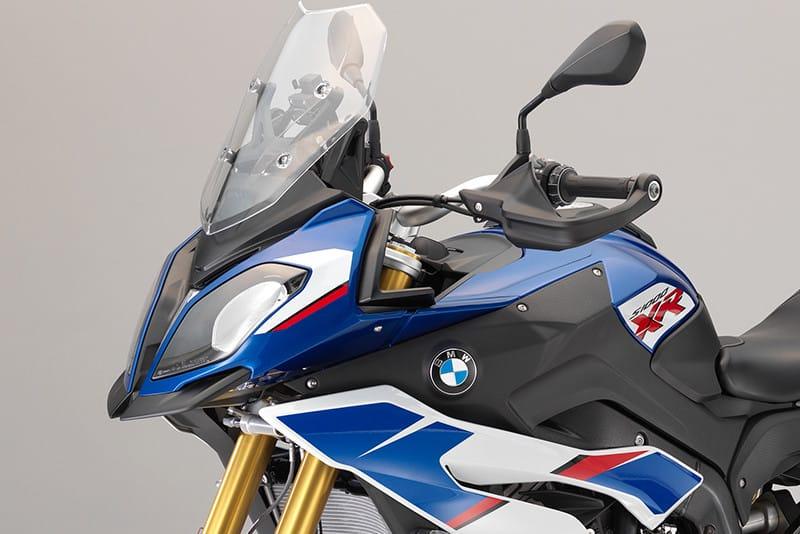 Cor Tricolor HP, inspirada nas superesportivas, e o 'banco Pro', são as principais novidades da BMW S 1000 XR 2018. O preço? R$ 72.900 (sugerido)