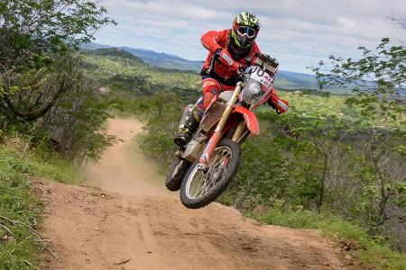 Tunico Maciel, campeão de 2017, obteve o terceiro lugar na classificação geral e faturou o título na classe Production Aberta - Foto: Claudiney Sandro/DFotos/Mundo Press