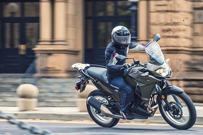 A Kawasaki estabeleceu um parceria com a Suhai Seguradora para oferecer um ano de seguro (contra roubo e furto) grátis para quem comprar sua Versys-X 300 até o final de abril
