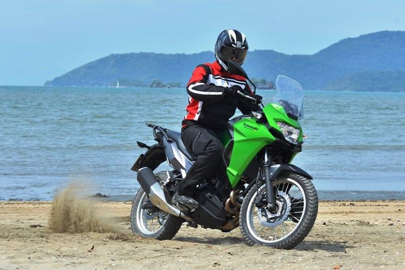 Kawasaki reposiciona preço da Versys-X 300 e valores caem em todas as versões. Modelo de entrada, que custava R$ 22.990 no lançamento, agora tem Preço Público Sugerido de R$ 19.900