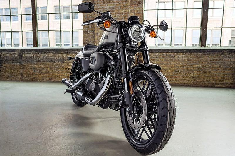 Roadster é a moto com maior desconto para compra à vista da ação promocional, com preço reduzido R$ 49.100 para R$ 43.990