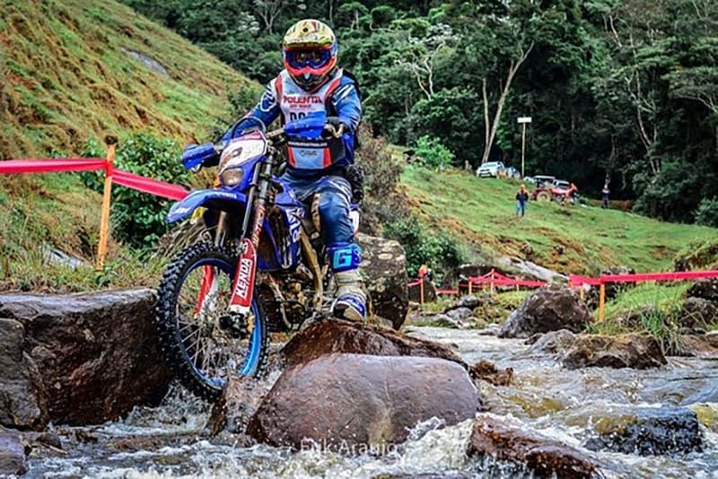 Jomar corre com a Yamaha WR 450F - Foto: Erik Araújo