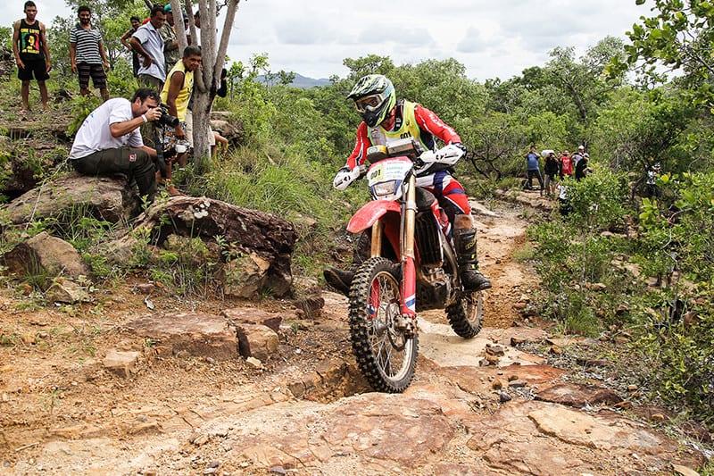 Tunico Maciel conquistou o segundo lugar no Enduro da Polenta e assumiu a liderança no Brasileiro de Enduro Regularidade com sua CRF 450RX - Foto: Idário Café/Mundo Press