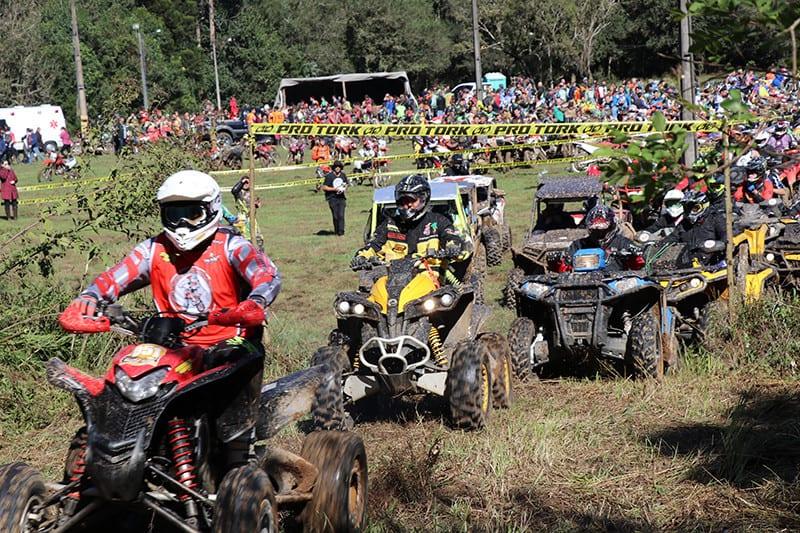 Os mais de 2,3 mil participantes dividiram-se em motos, quadriciclos e UTV's