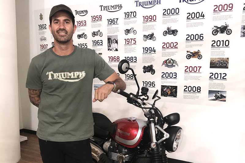 Identidade cool. Skatista Bob Burniquist é o novo parceiro da Triumph com a missão de apresentar a marca a novos consumidores