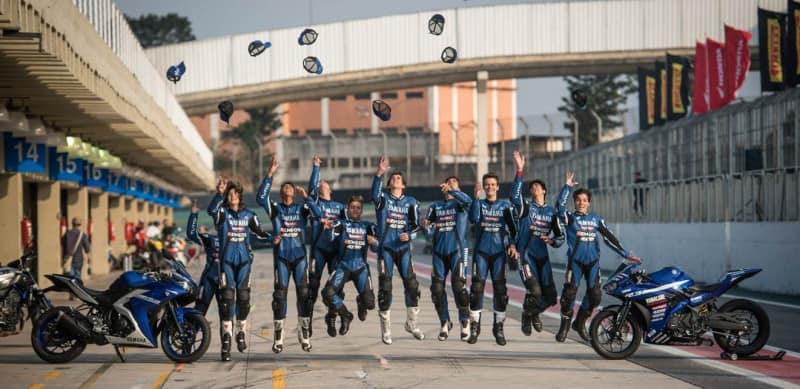 Team PlayStation Yamaha é a equipe oficial da marca na R3 Cup, que conta com apoio de nomes como Alan Douglas e Rafael Paschoalin - foto: Alexandre Moreira