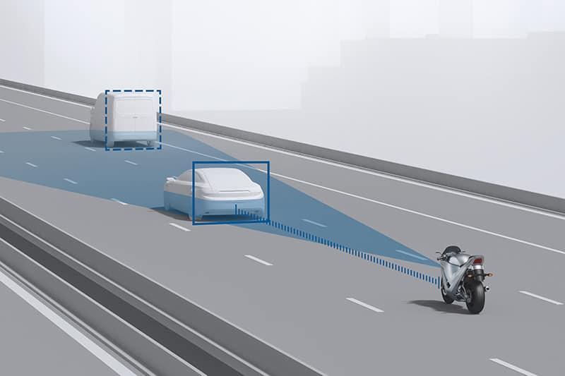 Piloto Automático Adaptivo (AAC) ajusta a velocidade da moto ao fluxo do tráfego, mantendo a distância necessária e segura do veículo à frente
