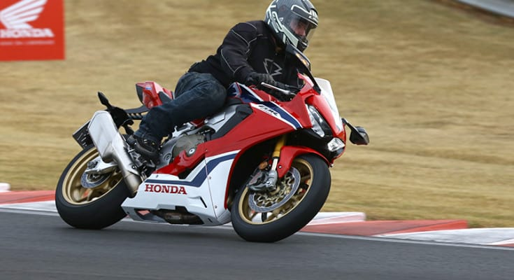 cbr-1000rr-fireblade-test-ride-2