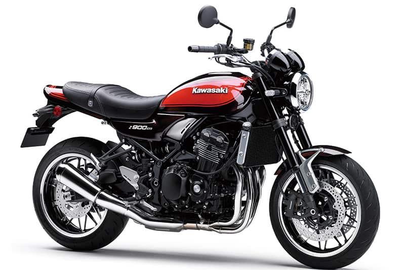 Modelo é inspirado na Kawasaki Z1, que marcou época na década de 1970. No visual e mecânica, antigo e contemporâneo se misturam - como no sistema de iluminação com farol redondo em LED