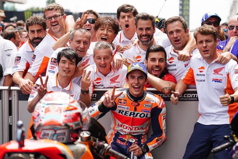 MM93 e seu sorrisão. Com mais um pódio para sua vitoriosa carreira, piloto alcança 27 pontos de vantagem na liderança do Mundial