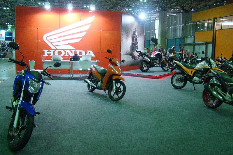 Além de montar um stand com mais de 300m² (aqui antes da abertura oficial do evento), a Honda realizou cerca de 600 test rides em sua área externa de 2.500m², com modelos de baixa e alta cilindradas - Foto: Divulgação/Salão Moto Brasil/VGCOM