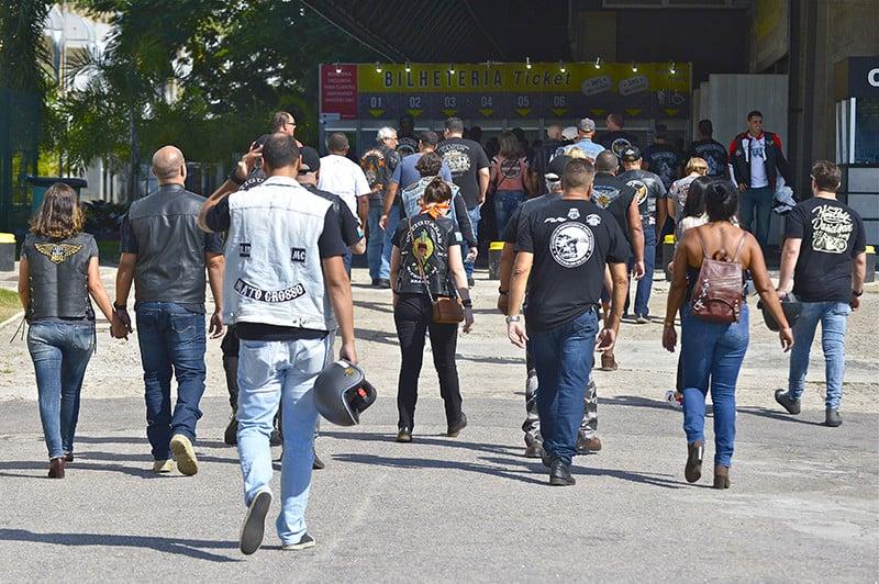 Público em direção às bilheterias do Salão Moto Brasil. Mesmo realizado em nova data, evento reuniu mais de 70 mil pessoas no Rio de Janeiro - Foto: Marcus Vini Fotos