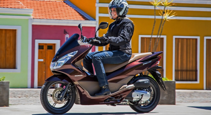 Público feminino dá grande impulso ao segmento de scooter e o Honda PCX lidera as vendas no Brasil