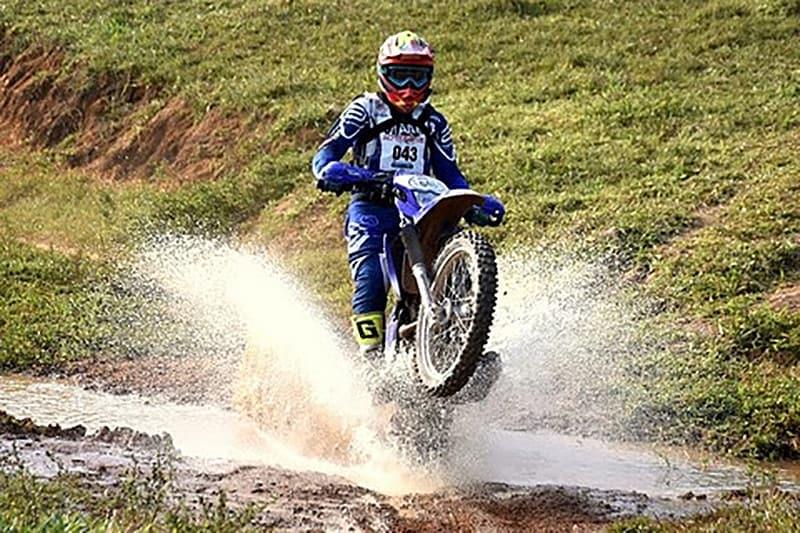 Fábio Coelho Amaral levou o título invicto na categoria Brasil, acelerando sua Yamaha TT-R 230 - Foto: Janjão Santiago