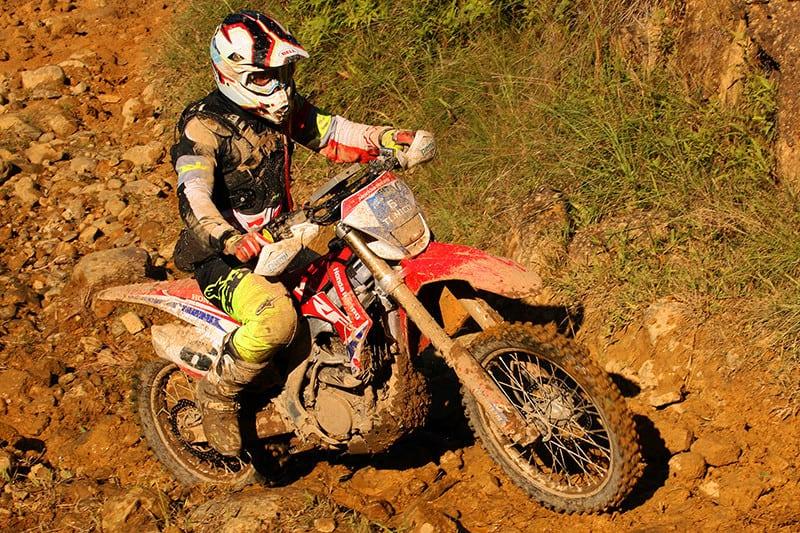 Tunico Maciel é vice-líder na categoria Master, com chances de garantir à Honda Racing o título na principal divisão do Brasileiro de Enduro Regularidade. Piloto também correrá o Rally dos Sertões - Foto: Gerson Coas/Mundo Press