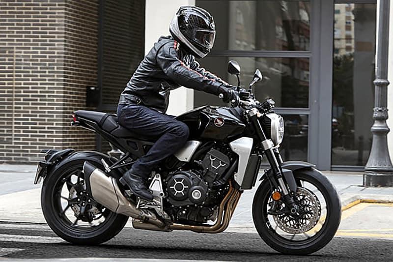 Apresentada como Neo Sports Cafe Concept, a moto foi sensação no Salão de Tóquio do ano passado e mostra uma CB 1000R autêntica e totalmente renovada, do motor ao belo farol em LED