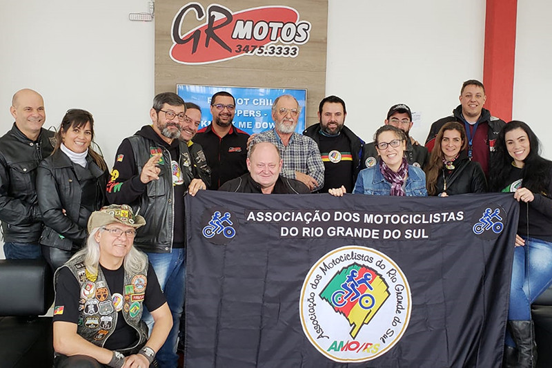 A Associação dos Motociclistas do Rio Grande do Sul, AMO/RS, é composta por mais de 60 membros, que dedicam-se à fortalecer a cultura duas rodas no estado
