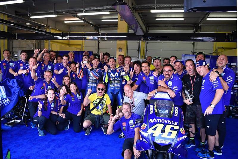 Yamaha celebra dobradinha com Rossi em segundo e Viñales em terceiro - após grande prova. Porém, equipe está a mais de um ano sem vencer