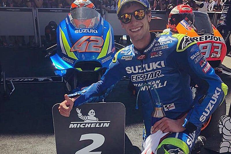 O sorriso de quem foi vice-campeão na Moto2 e está levando a Suzuki de volta ao pódio na MotoGP
