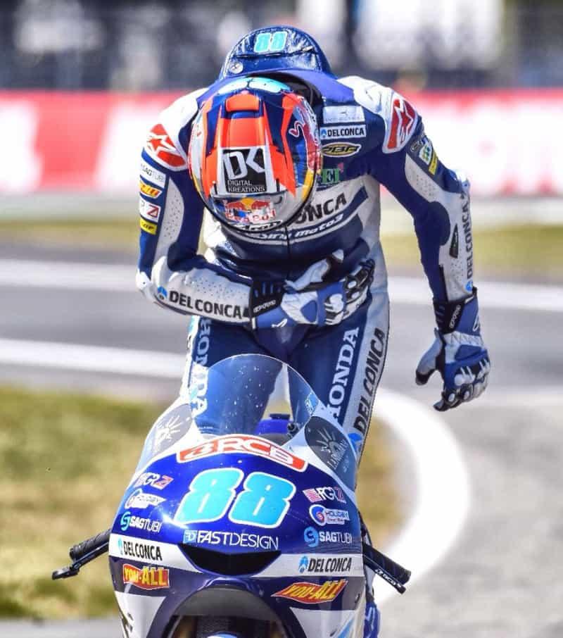 Jorge Martin vence e lidera na Moto3