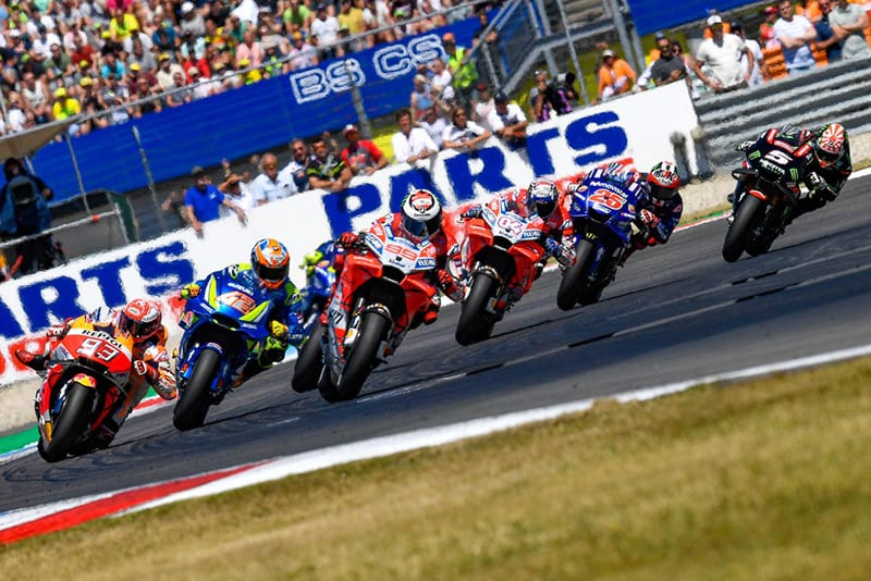 A passagem da MotoGP por Assen foi, no mínimo, fantástica. Numa disputa digna de Moto3, um pelotão liderou toda a prova, com inúmeras ultrapassagens e disputas
