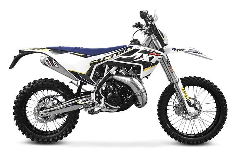 A MXF 250 TS é importada e montada no Brasil. Promete ser uma boa opção para quem quer se divertir ao som de uma moto 2 tempos mas não tem R$ 40 mil em caixa