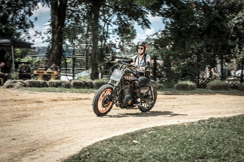 Bruna Wladika treina na pista de Flat Track, categoria que será atração no BMS Motorcycle
