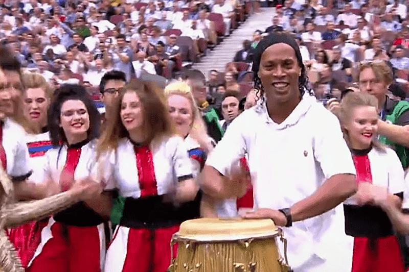 Ronaldinho Gaúcho durante encerramento da Copa do Mundo 2018