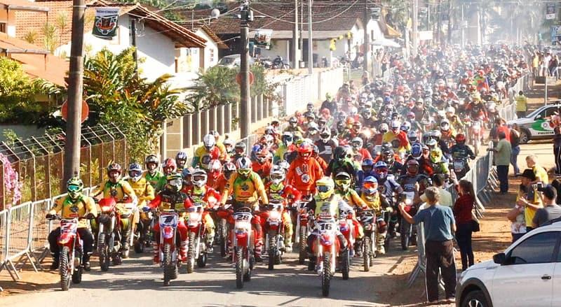 Uma mar de mototicletas invadiu Corupá (SC) para o Super Bananalama