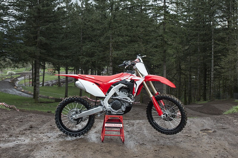 Desenvolvida para o motocross, a CRF 250R é a arma da marca na categoria MX2 da modalidade