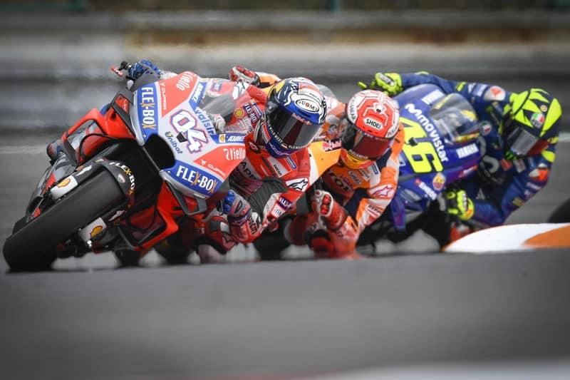 Dovizioso (#4) puxa o pelotão que liderou a MotoGP em Brno