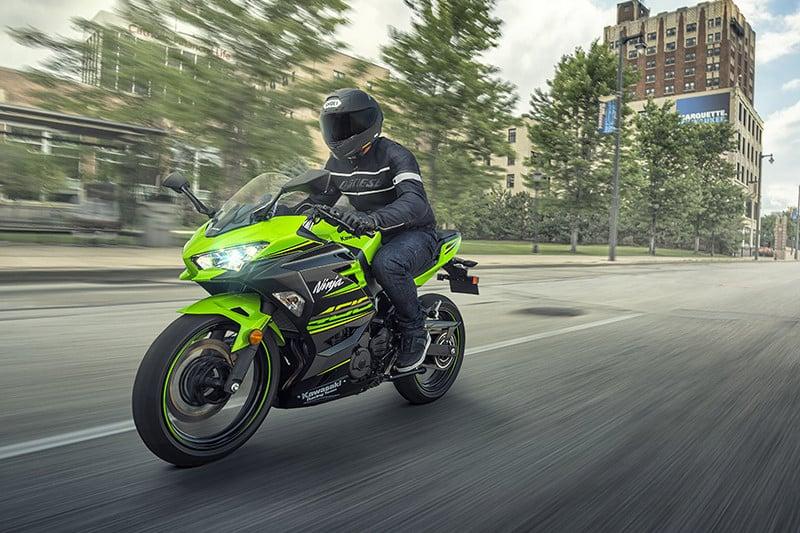 A Ninja 400 está chegando! Modelo estará nas concessionárias Kawasaki do Brasil a partir de setembro