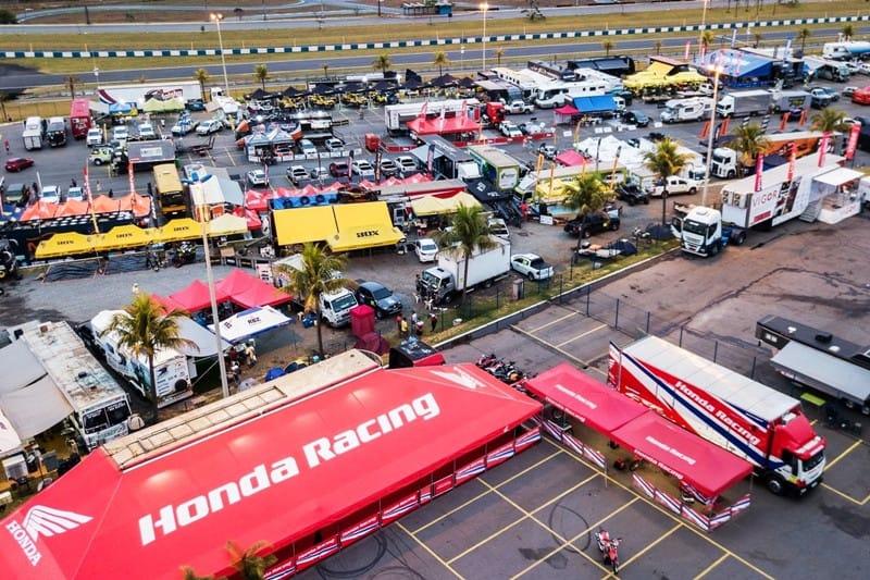 Estrutura montada junto ao Autódromo de Goiânia para a largada do Sertões 2018 - foto: Doni Castilho/Mundo Press