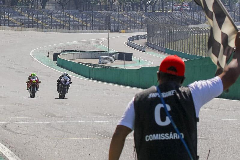 Final da primeira corrida - Foto: Sampafotos/FGcom