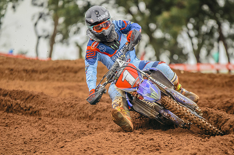 Carlos Campano, da Yamaha Geração, lidera categoria MX1 do Brasileiro de Motocross