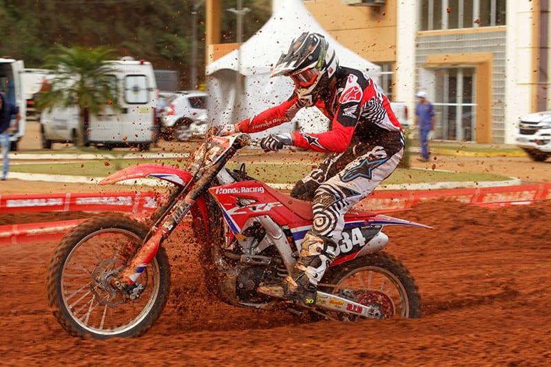 Lucas Dunka fatura sua primeira vitória pelo Brasileiro de Motocross na categoria MX2. Foto: Idário Café/Mundo Press