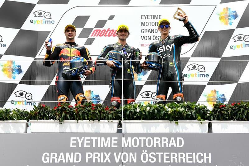 Bagnaia ultrapassa na última curva da última volta, fatura a vitória e assume a liderança na Moto2. Dia de sorte