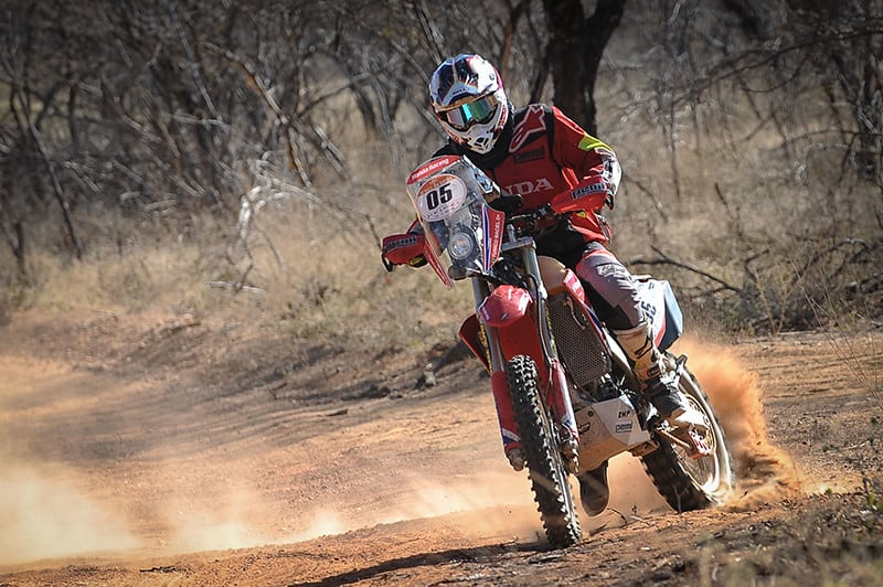 Tunico Maciel conquista título inédito e levanta o troféu do 26º Rally dos Sertões – Foto: Gustavo Epifanio/FOTOP/Mundo Press