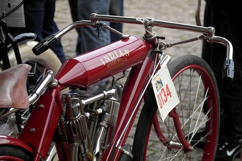 Uma Indian de 1907, que mais parece uma bicicleta com motor