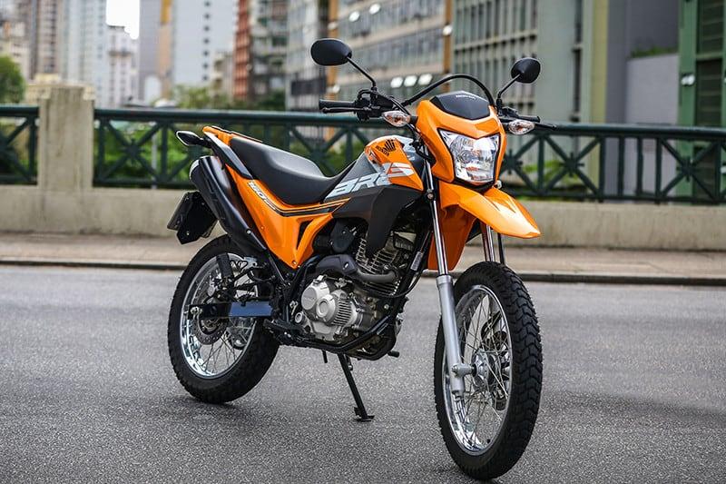 A onda laranja da Honda também cobre a Bros 160. Modelo 2019 chega com poucas mudanças, apostando na receita que já emplacou meio milhão de unidades e faz da moto líder no segmento