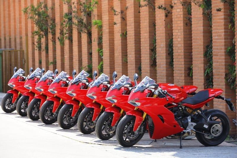 Exército Vermelho: design limpo, sem grafismos e só no vermelho tradicional Ducati; promessa da Ducati Supersport S branca para 2019