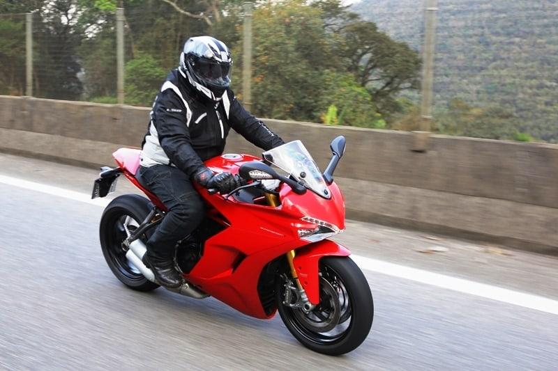Ducati Supersport S mantém as características da marca: esportividade máxima com força total: não brinque com o acelerador