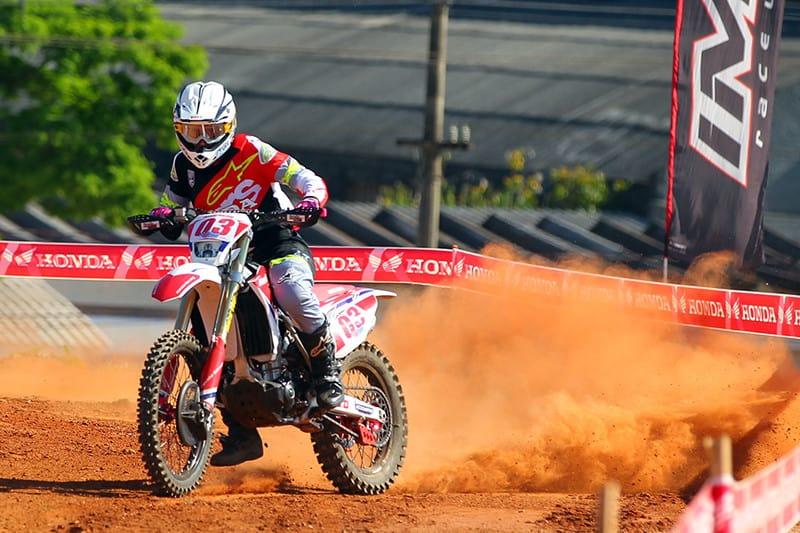 Gabriel Tomate, que se recupera de lesão, venceu a quinta etapa. Piloto vai participar do Six Days of Enduro - Foto: Maurício Arruda/PubliX