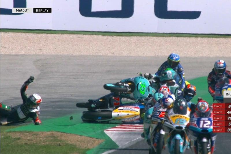 Acidente tirou pilotos do páreo logo no início da corrida na Itália